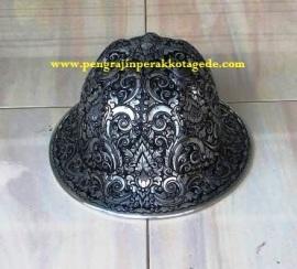 helm ukir, helm tatah, helm perak, kerajinan helm Kotagede, helm alumunium, helm tembaga, helm kuningan