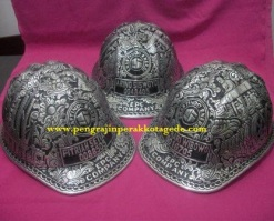Helm ukir perak, helm ukir, helm tatah, pengrajin helm ukir kotagede, toko helm perak, helm ukir silver, helm ukir tembaga, helm ukir kuningan, helm ukir alumunium, engraved hard hat, engraved hard hat for sale, engraved aluminum hard hat, brass hard hats, copper hard hats, engraved silver hard hat, personalized hard hats, carved hard hat, Carved helmet, hand carved hard hats, engraved hard hats indonesia, Silver carving helmet, custom hard hat