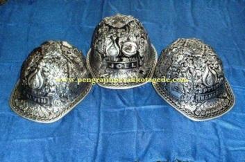 helm ukir, helm perak, helm silver, pengrajin helm ukir kotagede,