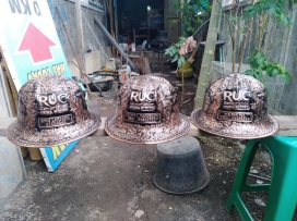 Helm ukir, helm tatah, Helm ukir perak, helm perak, helm tembaga, helm kuningan, helm alumunium, kerajinan helm ukir kotagede, pengrajin helm, hard, hats, engraved hard hats, engraved hard hat for sale, engraved alumunium hard hat, engraved silver hard hat, personalized hard hats, carved hard hats, Carved helmet, hand carved hard hats, engraved hard hats indonesia