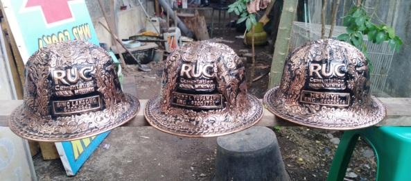 Helm ukir, helm tatah, Helm ukir perak, helm perak, helm tembaga, helm kuningan, helm alumunium, kerajinan helm ukir kotagede, pengrajin helm, hard, hats, engraved hard hats, engraved hard hat for sale, engraved alumunium hard hat, engraved silver hard hat, personalized hard hats, carved hard hats, Carved helmet, hand carved hard hats, engraved hard hats indonesia